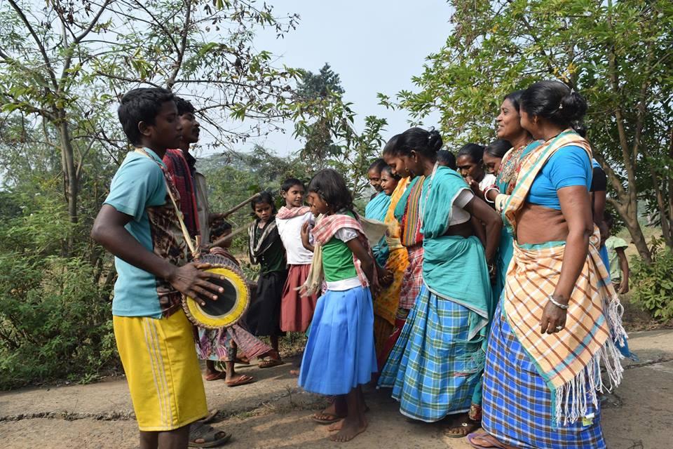 Paharia women's traditional dance